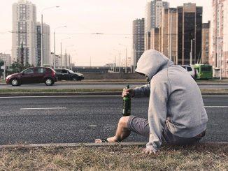 Angst og alkoholmisbrug er to lidelser der desværre rammer mange danskere. Selvom ikke alle angstramte har problemer med alkohol, er der overlap mellem folk der lider af angst og folk der har et alkoholmisbrug.