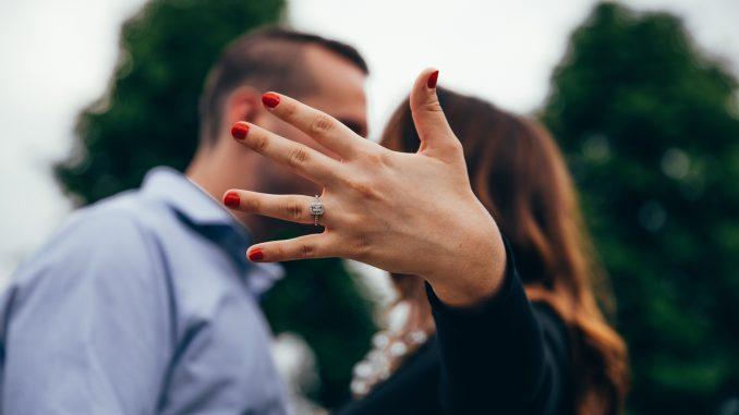 fri bryllup forlovet