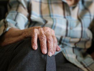 gammel ældre dame kvinde