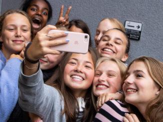 unge mobil telefoner