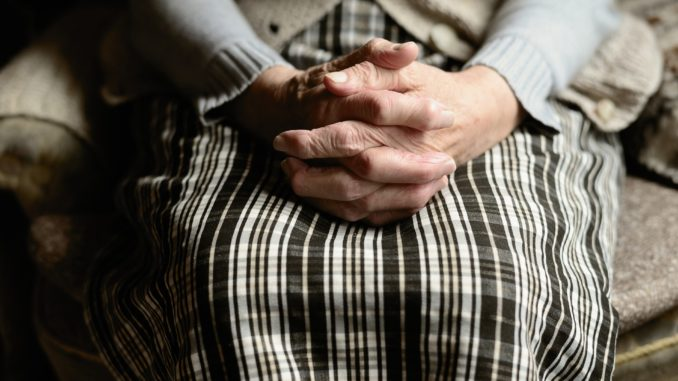 ældre gammel hænder